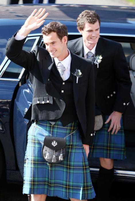 Kilt-wearing Andy Murray weds Kim Sears in Scottish hometown