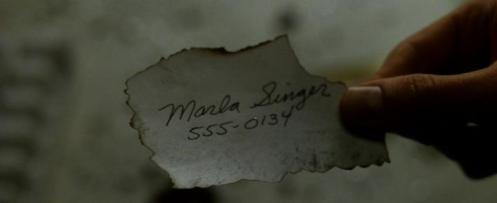 El número de teléfono de Marla Singer es el mismo que el del personaje de Memento Teddy, el policía amigo del protagonista.