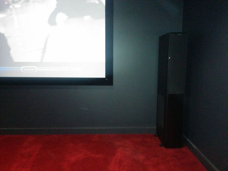 Speakers are there to be heard and not always seen! Jamo come into their element on this installation by offering a sleek black minimalistic look while still backing up this cinema in a way that it deserves! Powerful Jamo S608HCS10 offers some serious performance to say the Least. Installation, solution design, and sales by the team @ Macktronix.