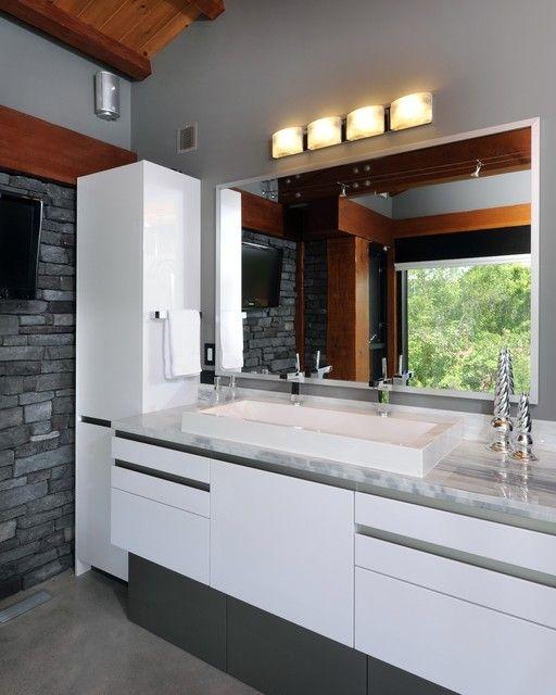 Weiße Möbel: Weiße Hochglanz Badezimmer Möbel #Badezimmermöbel