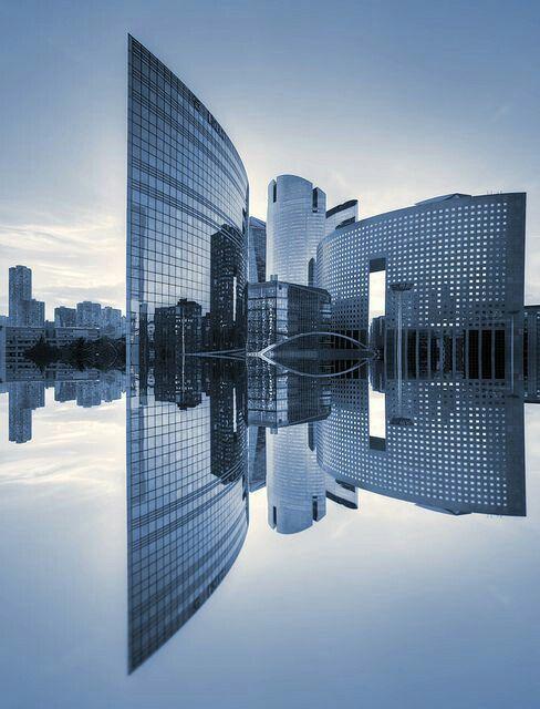 La Defense, Paris, Francia. Paris's newest and most modern part of town - Párizs legújabb és legmodernebb városrésze