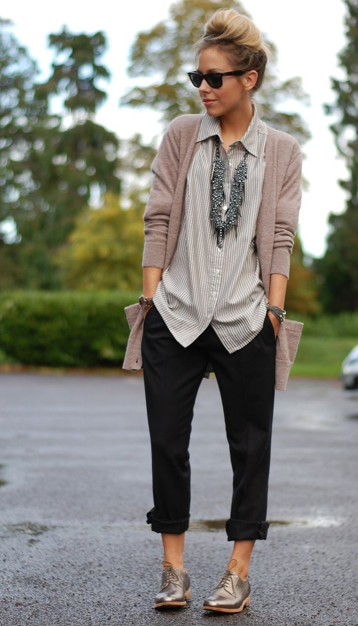 Love this.... especially the shoes, the rolled up pants, and shades!