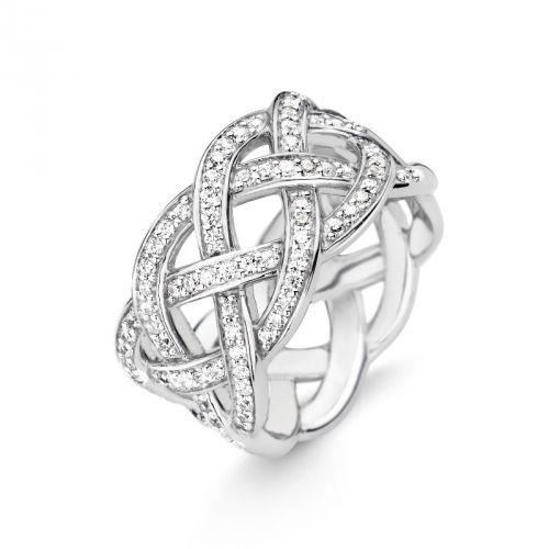 Monday Musthave: de ringen van Ti Sento zijn trendy en luxueus. Deze gevlochten ring heeft  zirkonia's en is van de Trasformazione collectie Autumn/Winter 2015. Welke vrouw wil deze ring nu niet om haar vinger? Ti Sento ring 12026ZI maat 56 gevlochten