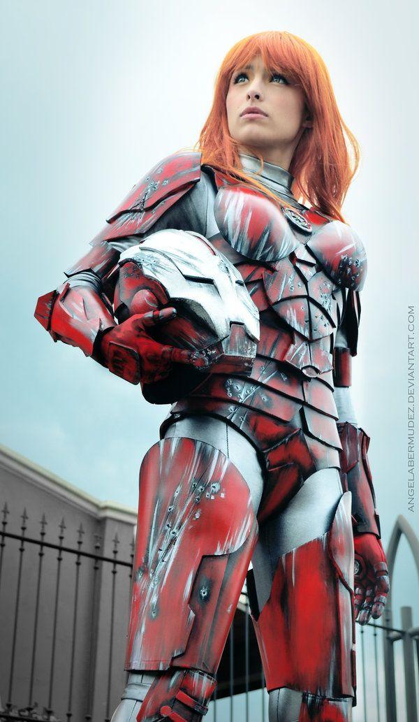 Pepper Potts en armure  Tiré du Comics de marvel IRON MAN, vue également dans le dernier volet de la trilogie éponyme, ce cosplay de l'assis...