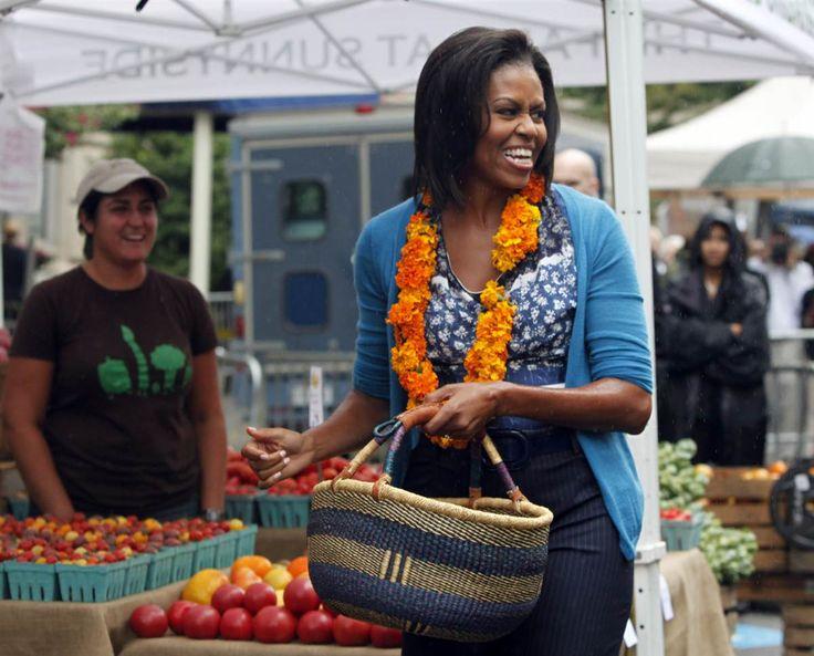 Michelle Obama with kiondo