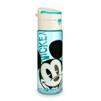 Dissetarsi è facile e divertente con la bottiglia per l'acqua di Topolino. In plastica trasparente senza BPA, la bottiglia ha il coperchio a vite con tappo a scatto e allegre immagini su tutta la superficie.