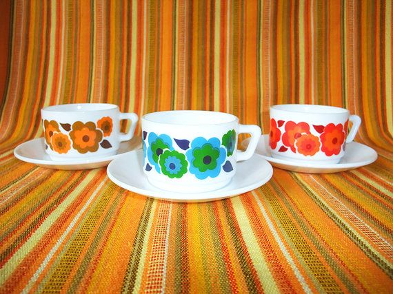 Set of 3 Arcopal cups and saucers Lotus pattern Flowers Seventies