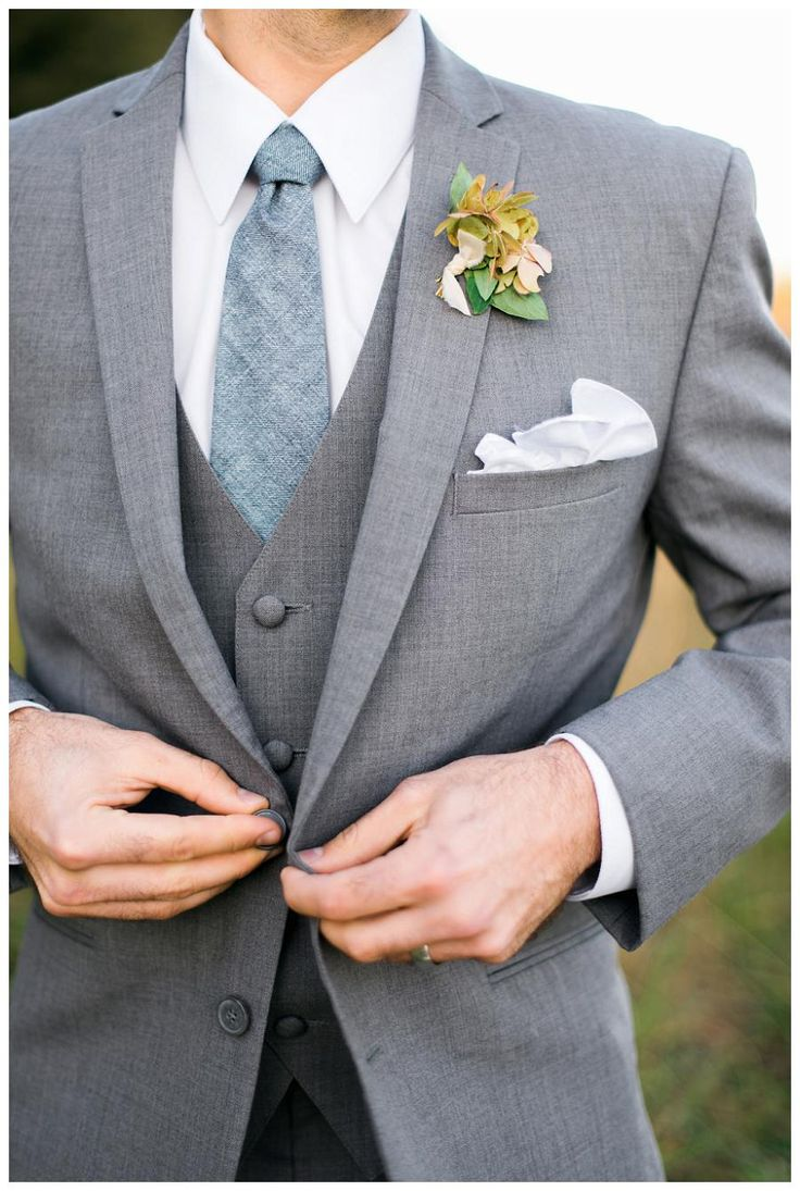 Groom style: 3-piece gray suit with woven slate blue tie from The Modern Gent. Boutonnière by Mary McLeod for Amy Osaba Events, image by Rustic White Photography.
