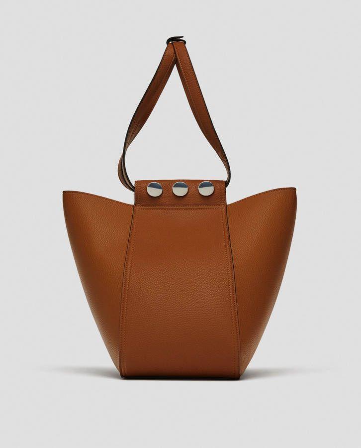 0a1dfd422b95 Voici les 30 plus beaux sacs repérés chez Zara, Mango et H M   Beaux ...