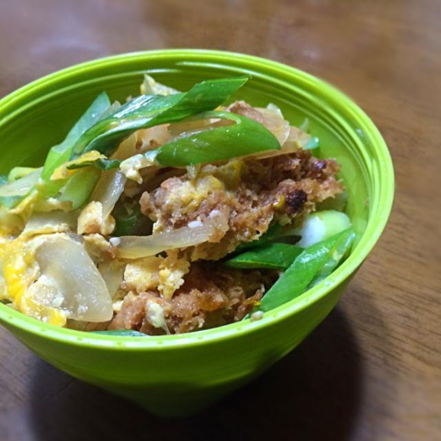 一昨日のご夕飯、さぼてんの一口カツを残しておいたのでカツ丼(((o(*゚▽゚*)o))) 誰かカツを煮る汁のうまい作り方教えてくださいorz いつも濃縮麺つゆ一本なんですが、その薄め方さえ何とな〜くでしかやってない(~_~;) - 52件のもぐもぐ - カツ丼弁当 by mizukitakaeCx