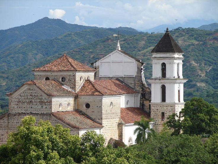 Basílica de Santa Fe de Antioquia desde atrás