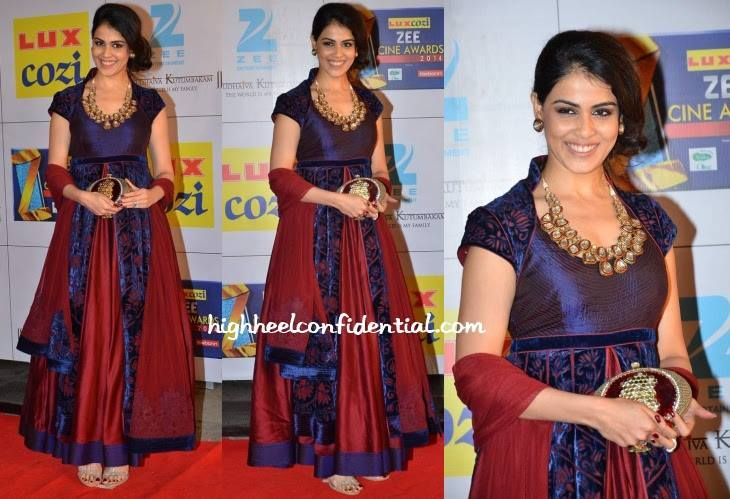 Royal Red!   Genelia D'Souza decides to go ruby red at the Zee Cine Awards 2014, carrying a Pinky Saraf clutch.