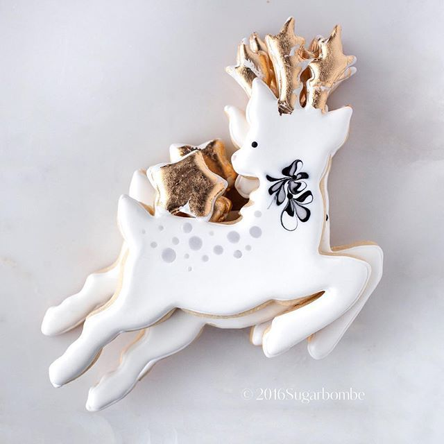 Star Reindeer, #sugarbombe, #sugarcookies, #decoratedcookies, #cookiesofinstagram, #edibleart,#sugarart, #royalicingart, #royalicingcookies, #customcookies, #foodart, #diycookies,#christmas, #christmascookie, #christmascookiecutter, #reindeer, #reindeercookiecutter