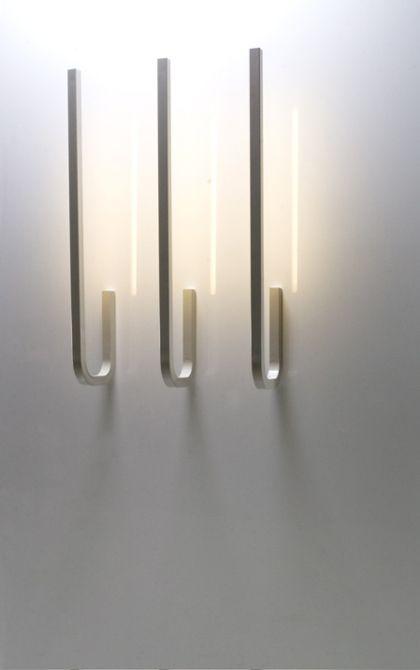 Lámparas de interior con diseños geométricos.
