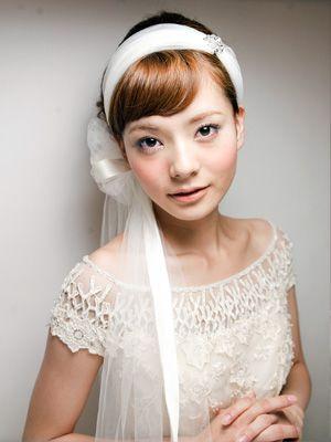 Cute 20s esque hair accessory <3