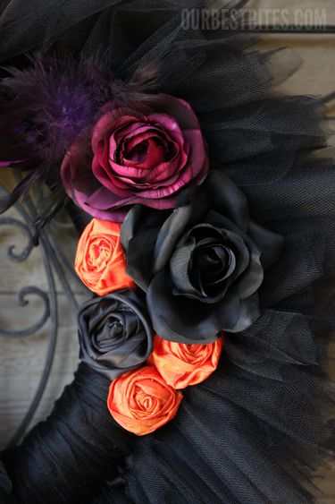 Tulle Wreath....very cool for Halloween: Silk Flowers, Tulle Wreaths Tutorials, Color, Ribbons Flowers, Wreaths Very Beautiful, Tulle Halloween, Tulle Wreaths Very, Halloween Wreaths, Halloween Tulle Wreath