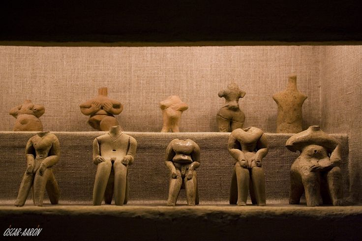 Female figures in clay found in Sesklo and Dimini. Neolithic exhibition of the Archaeological Museum of Volos, Greece.