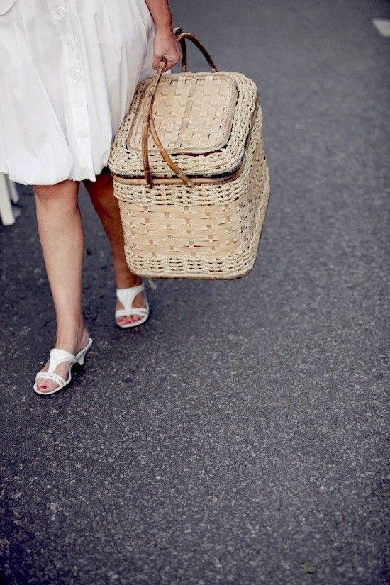 17 best images about d ner en blanc on pinterest lunch for Chaise 0 gravite canadian tire