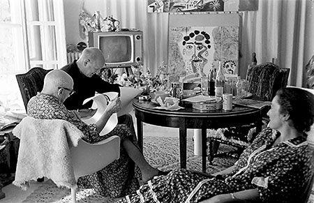 ArtNexus - News     Pablo Picasso and William Hartmann, observed by Jacqueline (08-1966), Notre-Dame-de-Vie, Mougins, France