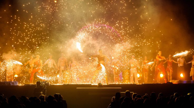 An exceptionally spectacular and dynamic act. Firedancers create impressive pictures, the scene is full of flames and sparkles surrounding performers, pyroshow
