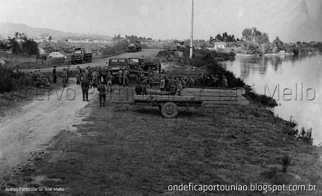Antigo acesso ao Distrito de São Cristóvão próximo à ponte do Rio Vermelho. Na ocasião militares lançando Pontões da Portada Bailey no Rio Iguaçu.