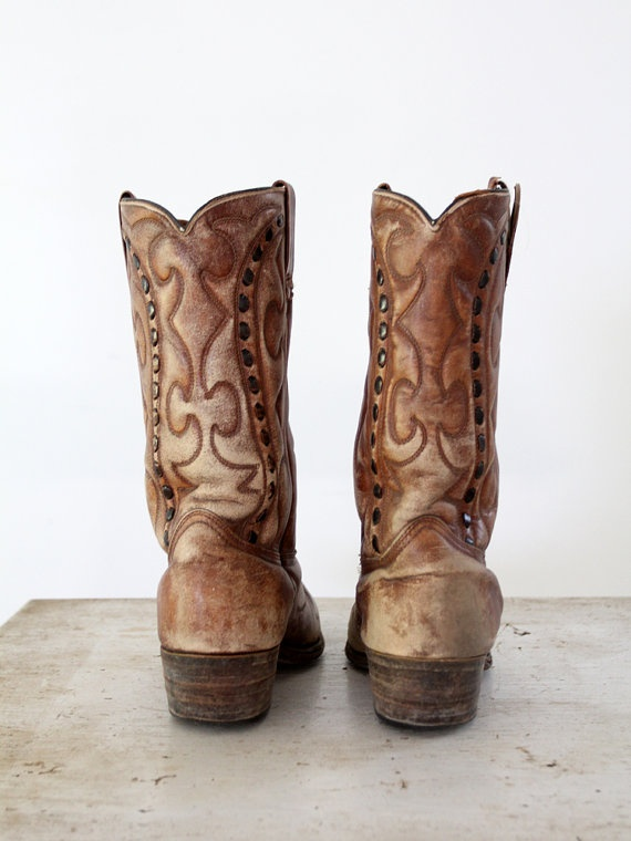 You're probably too young to remember when Durango boots were made outa leather. (Mens Western Boots // 1970s Durango Boots.)