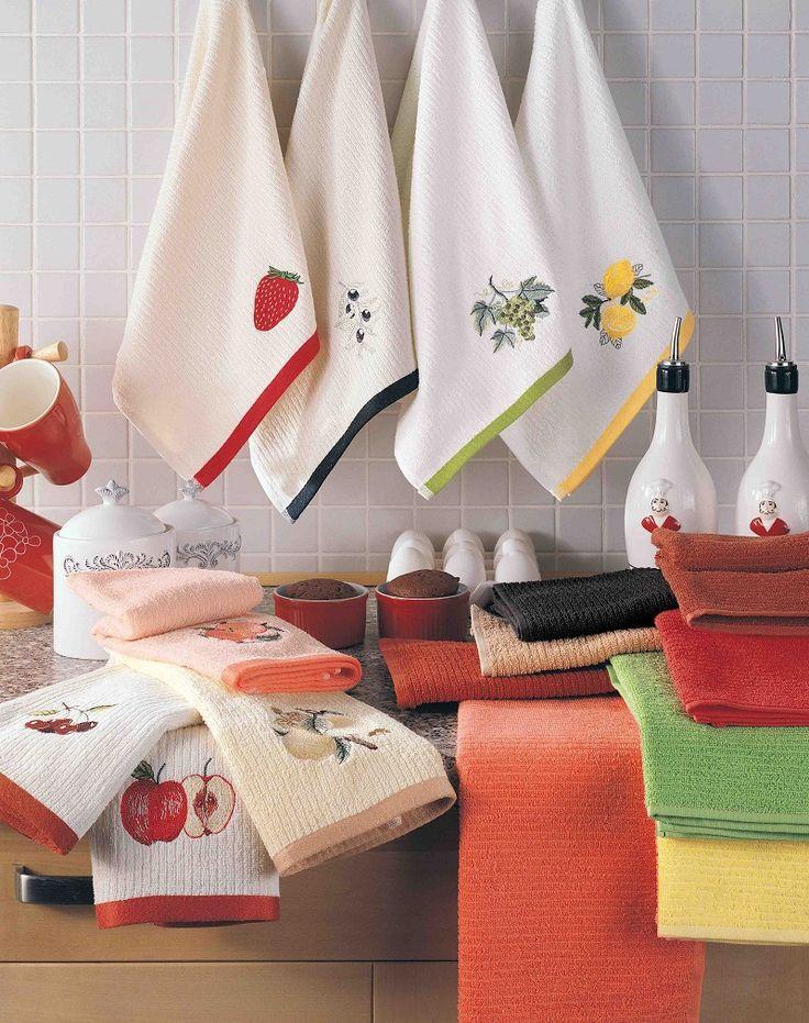 У каждой уважающей себя хозяюшки на кухне должны быть порядок и чистота. Но очень часто в этом ей мешают кухонные полотенца, которые очень быстро теряют свой привлекательный вид. В процессе использования на них появляются жирные пятна, а в результате частой стирки белый становится серым, а яркие цвета тускнеют.  Сегодня сайт «О Женском И Мужском» расскажет тебе об очень бюджетном и эффективном способе отбеливания полотенец. Он поможет вернуть твоим кухонным полотенцам первоначальною красоту…