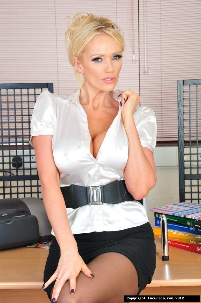 Class room and short hair milf | Adult photos)