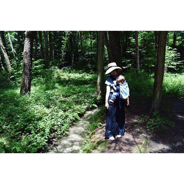 【kotadays】さんのInstagramをピンしています。 《・ 生後9ヶ月1日 - 273日目 八ヶ岳の旅 4日目 旅の最終日は川の公園へ。 川遊びを楽しむ子供がたくさん! こたにはまだ早過ぎたので、小川を眺めながら森のお散歩。 足だけ小川につけたら冷たくて泣いてた😂泣き虫! ・ #母と子 #森 #小川 #forest #9ヶ月 #生後9ヶ月 #11月生まれ #baby #赤ちゃん #成長記録 #男の子 #男の子ママ #ベビー #こども #親バカ部 #親バカ #息子 #新米ママ #乳児 #0歳 #コドモノ #ママリ #ママカメラ #mamanoko #ig_baby #ig_babyphoto #ig_oyabakabu #babyboy #sweetbaby #babylove》