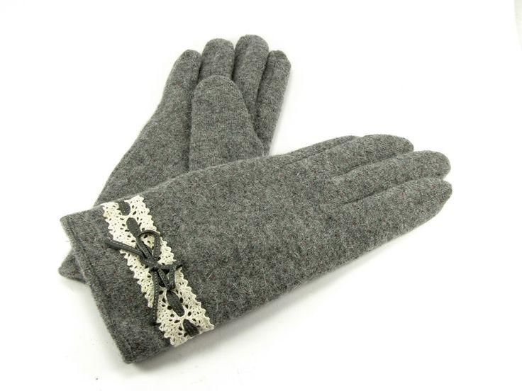 Guante de lana gris con detalle de pasamanería y cinta de piel #lana #invierno #complemento #frío #navidad #regalo #zaragoza #aragonia #guantes #gris #pasamaneria