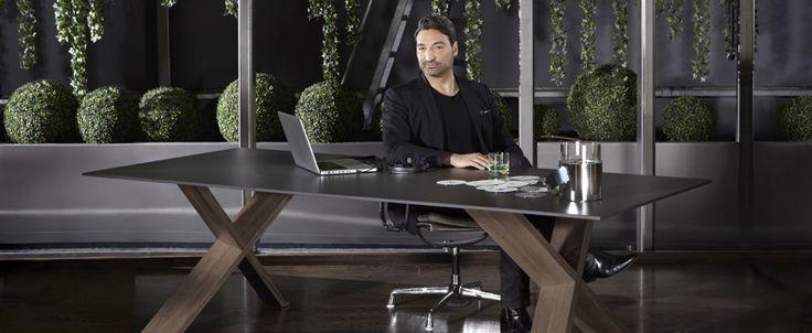 Designerski biurowy stół X-man - wykonany z HPL oraz litego drewna dębowego.