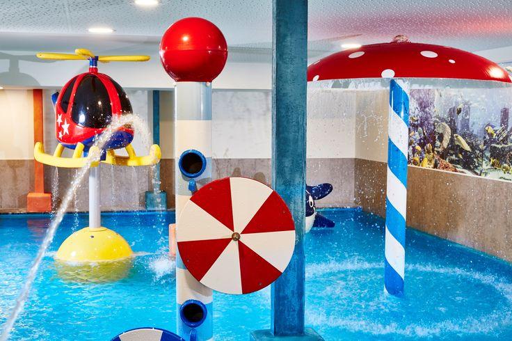 Wasserspiele im Kinder-Erlebnishallenbad