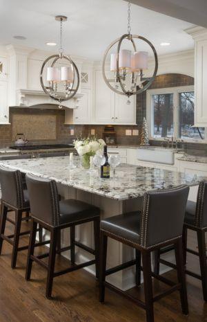Güzel bir klasik mutfak dekorasyonu örneği. Her detayıyla lüks bir dekorasyon