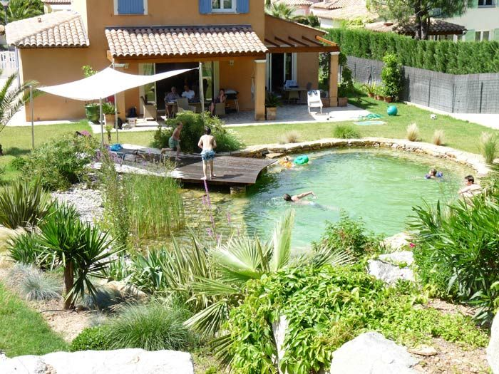 Piscine naturelle BioNova avec la régénération intégrée. | BioNova, le spécialiste de la piscine naturelle et biologique, baignade naturelle, piscine écologique et biologique