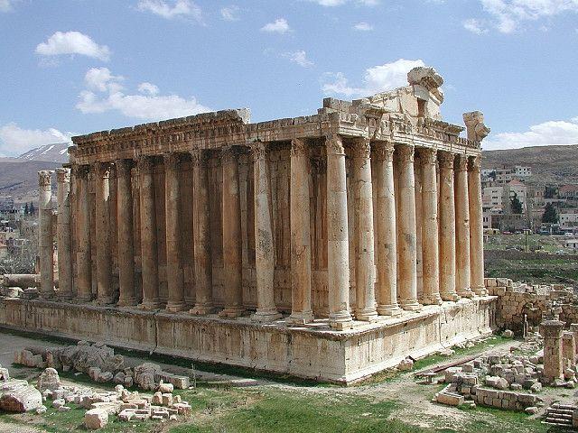 Retroceda en el tiempo y admire las altísimas columnas romanas y los templos bien conservados, que están entre los mejores del mundo