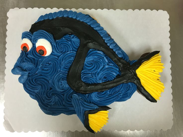 Blue tang fish cupcake cake made with 24 cupcakes and buttercream icing by Laurie Grissom