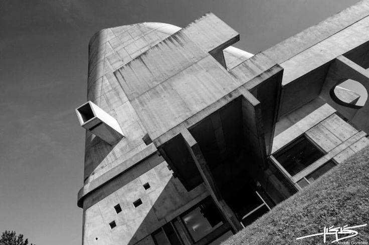 JG EA Arquitectura — Saint-Pierre Firminy. Le Corbusier.   Fotografías:...