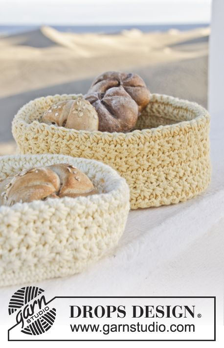 Sunday morning means breakfast in bed! And fresh bread in #crochet baskets. Free pattern by #garnstudio #ss2014