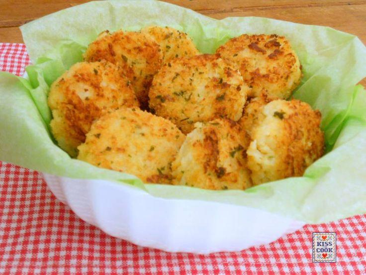 Polpettine di cavolfiore e capperi, un ottimo piatto vegetariano con una verdura invernale. Si possono friggere oppure cuocere nel forno, come si preferisce