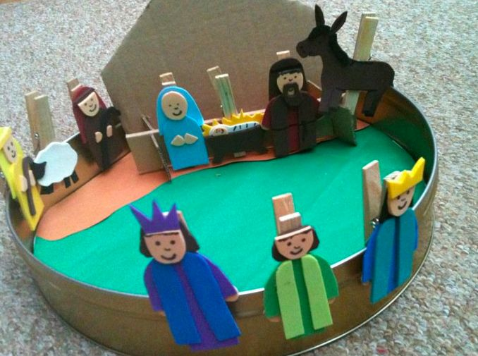 All Play On Sunday: Birth of Jesus Play - nativity figures on clothespins. Use to retell the story and work on fine motor skills