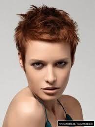 Výsledek obrázku pro účesy z krátkých vlasů