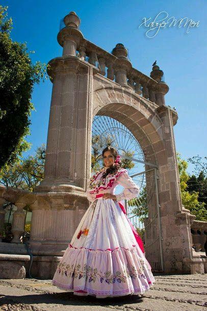Traje Tipico de #Aguascalientes #Mexico Que Belleza! Omar Cascante Tour By Mexico - Google+