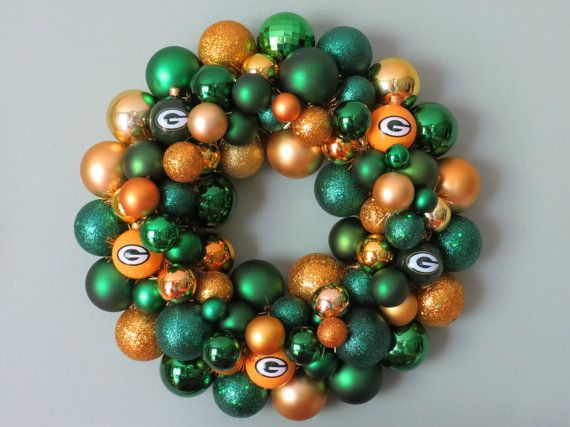 GREEN BAY PACKERS Ornament Wreath