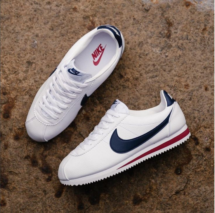 Nike Classic Cortez Mens Trainers in White Navy
