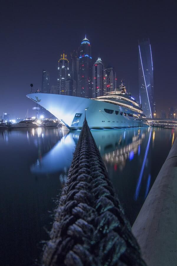 Superyacht in DUBAI