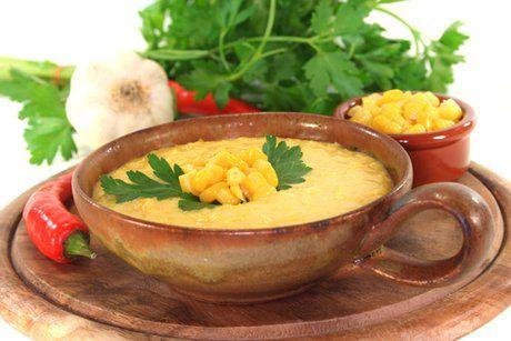 Dieses Maiscremesuppen Rezept ist nicht nur schnell zubereitet, es schmeckt auch noch sehr lecker.