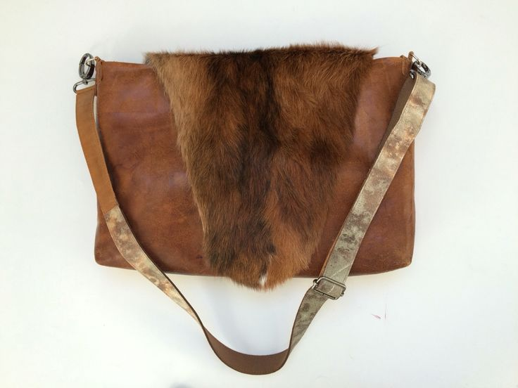 Shoulderbag made of used leather of the gym and a cowskin valve.