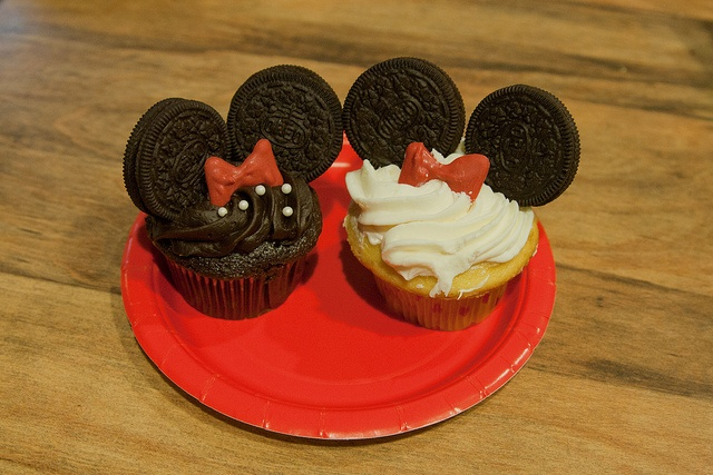 the minnie mouse cupcake outcome!  had to use toothpicks to support the oreos (otherwise, I guess you would have to use a TON of icing??)  double stuffed might have been better- the toothpicks almost pulled the oreos apart (or get flat toothpicks).  the bows are red candy melts that I just piped myself onto wax paper.