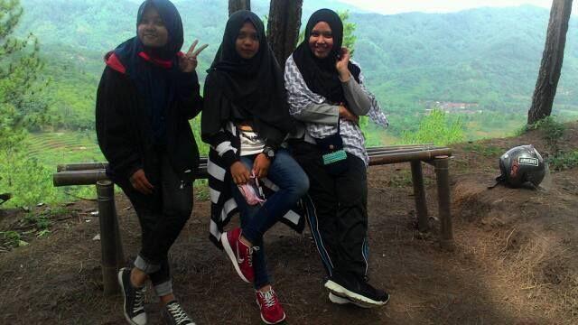 Kebumen! Kampung Heppi Karangsambung!!!;) This my friends! saya paling kanan:)
