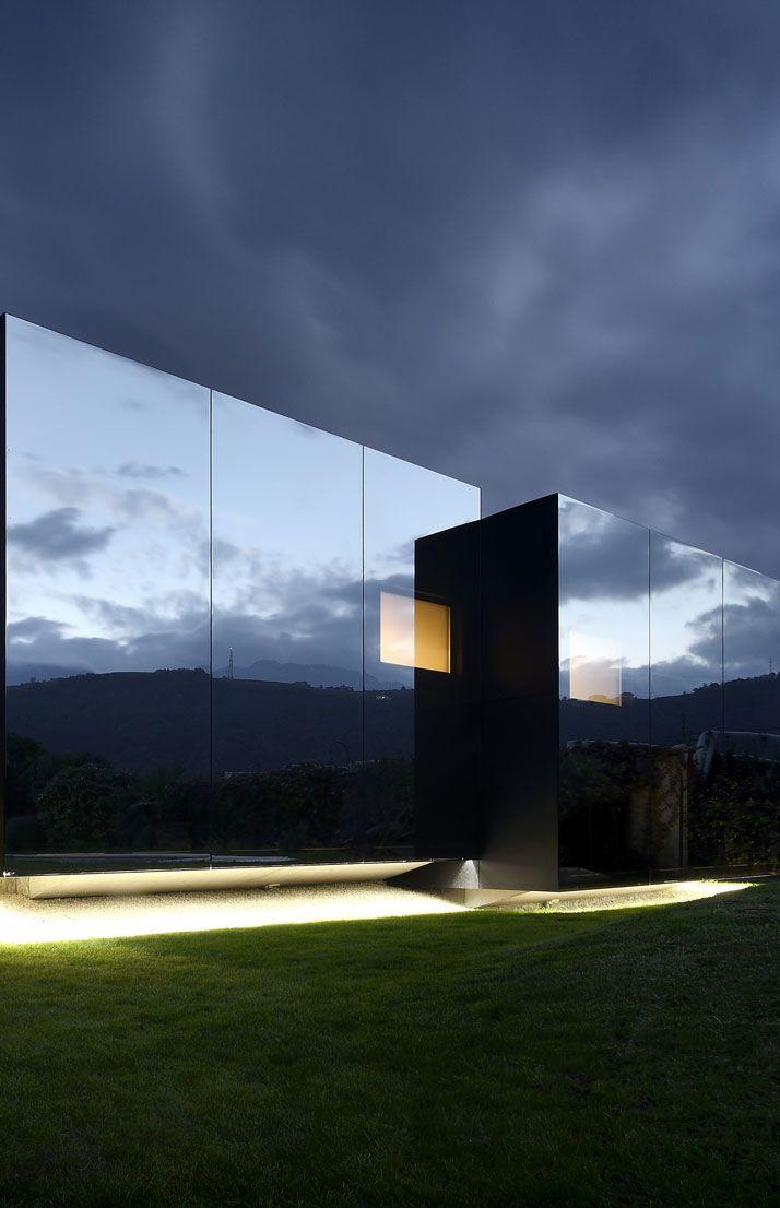 Seeing Double: Mirror Houses by Peter Pichler | http://www.yatzer.com/mirror-houses-peter-pichler  Photo © Oskar Da Riz.